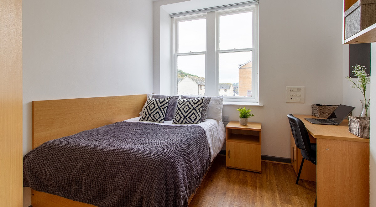 classic double student room in alexandra hall student accommodation