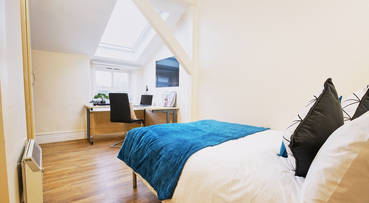 student room in daisybank villas manchester