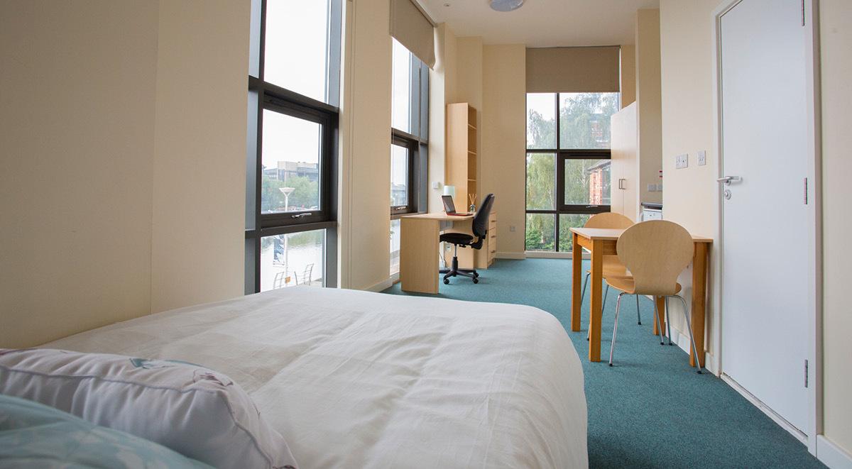 brayford quay medium student studio with view