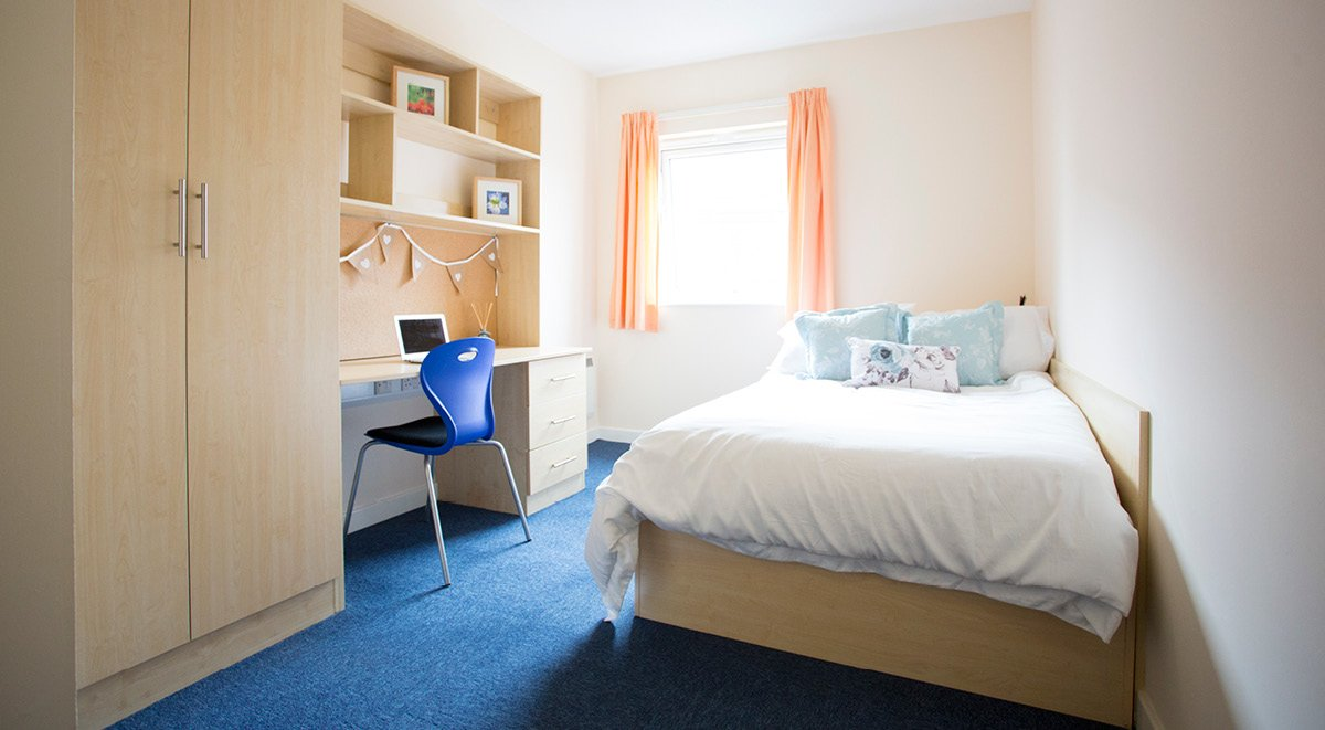 standard en suite student room brayford quay lincoln