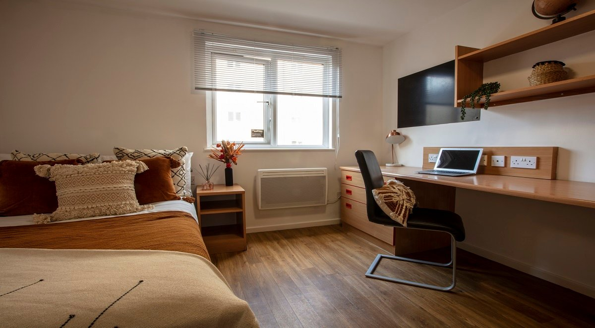 premium six bed firhill court