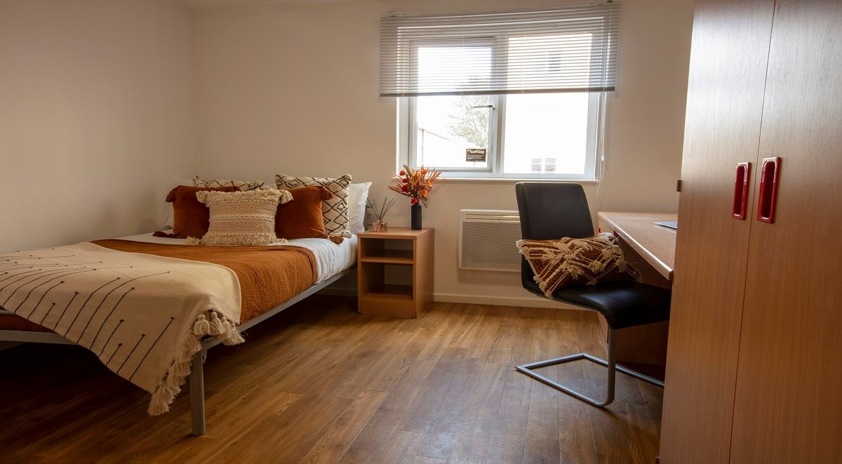 premium six bed apartment six bed