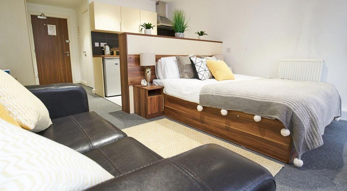 gold studio bedroom Windsor Court Liverpool