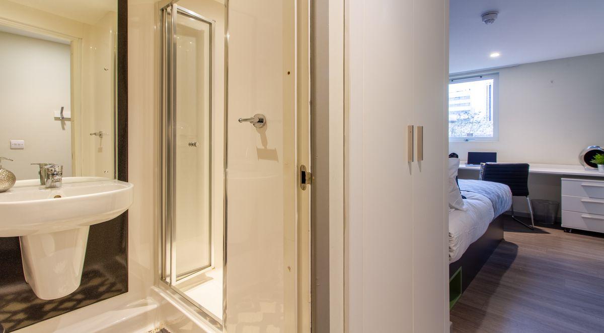 premium en suite room in calcott ten