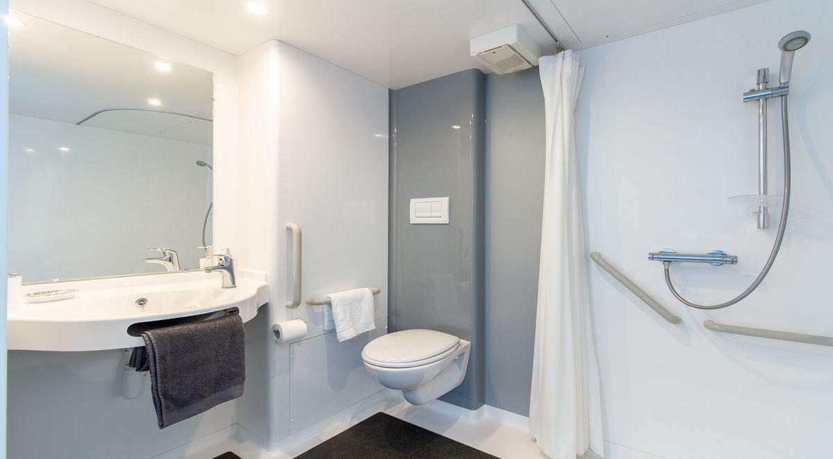 xl premium en suite bathroom the croft derby