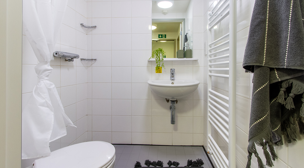 bathrooms in an en suite student room in bradford