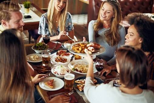 students eating out in dundee