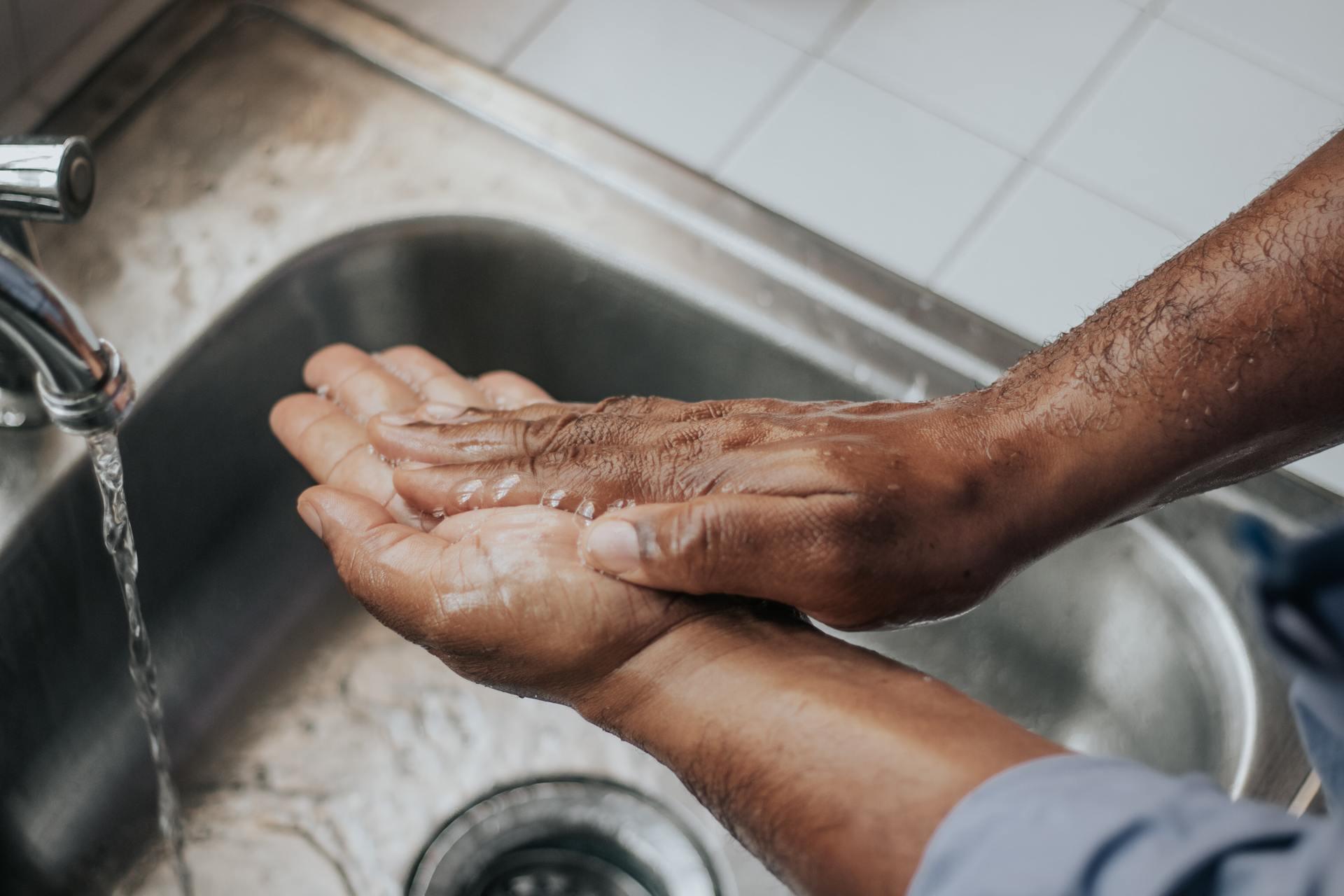 tips for sharing the bathroom during coronavirus