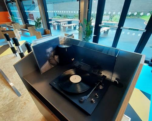 dj booth and hacienda style dancefloor in beton house
